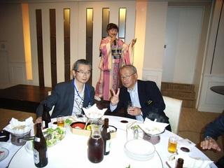 右から平川支部長、水田かおりさん、伊藤支部長.jpg